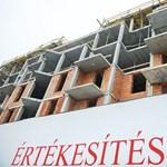 Szlovák cégek hajtanak a magyar adósok lakásaira
