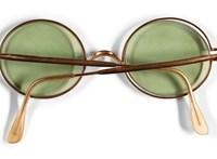 A becsült ár közel húszszorosáért adták el John Lennon legendás napszemüvegét