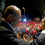 Török demokrácia: Erdogan elnök kezébe veszi a hírszerzést