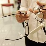 12 millió forintnyi szemüvegkeretet vittek el egy boltból