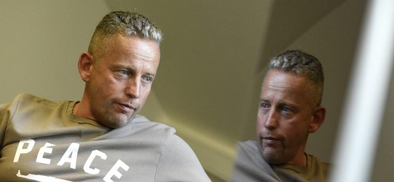 Visszavonulót fúj Schobert Norbi