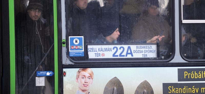 Újra magyarázkodnia kell a BKV-nak, most a buszok gumijai miatt