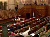 Most egy fideszes sem kiabált közbe, amikor Gyurcsány züllött kormányról beszélt a Parlamentben