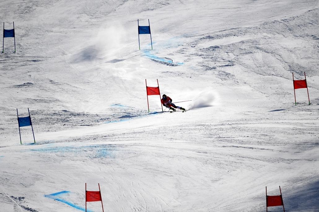 afp.18.02.18. - Phjongcshang, Dél-Korea: A japán Tomoya Ishii szlalom közben a phjongcshangi téli olimpián Kangnungban 2018 februárjában. - napibest, téli olimpia