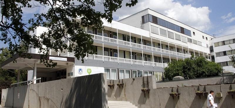 Titkos műtétek és NAV-nyomozás - Az MSZP válaszokra vár a miskolci kórház ügyében