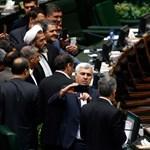 Tűzbe jöttek az iráni képviselők, mert egy nő tévedt a parlamentbe - beindult a mémgyár is