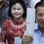 Brüsszel kevesli a demokráciát, drágulhatnak a kambodzsai ruhák