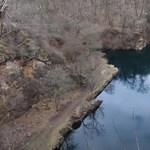Megfulladt a jég alatt egy búvár az apci bányatóban