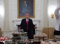 Donald Trump hamburgert rendelt a Fehér Házba, mert nincs, aki kiszolgálja