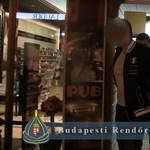 Huszonkilenc konzumnővel dolgozott a turistákat pofátlanul átverő Váci utcai pub