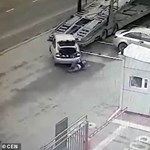 Videó: teherautó mögött kotorászott egy férfi, a kamion meg elkezdett tolatni