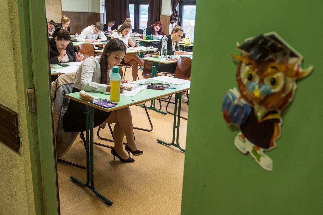 tg.16.05.03. - Közép és emeltszintű matematika érettségi vizsga a Keleti Károly Közgazdasági Szakközépiskolában