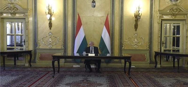Hiába ígérte az ellenkezőjét Orbán, Kásler még mindig bujkál