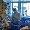 Átlépte a 25 ezret a koronavírus magyar áldozatainak száma, 3706 új fertőzöttet azonosítottak