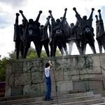 Antiszemita feliratokat pingáltak a Duna-parti mártíremlékműre