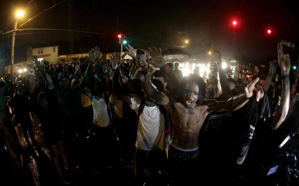AP!!! auguzstus 28-ig! Zavargások az Egyesült Államokban, Michael Brown, St. Louis, Ferguson városrész 2014.08.17.