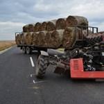 Fotók: Már előzött a Renault sofőrje, amikor traktoros balra kanyarodott