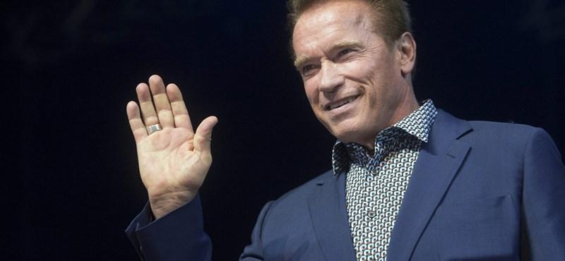 Schwarzenegger tekert egyet az Andrássy úton