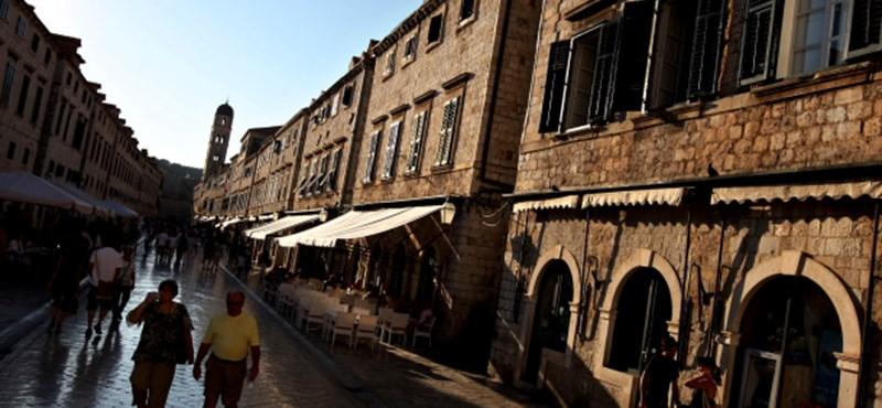 Annyira pörög a turizmus, több helyen besokalltak a helyiek