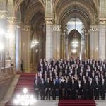 Panda helyett keresse a nőket! Összeállt egy képre a Fidesz–KDNP-frakciószövetség