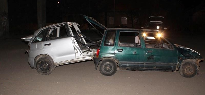 Épp másfél lopott autót toltak, amikor jött a rendőrség