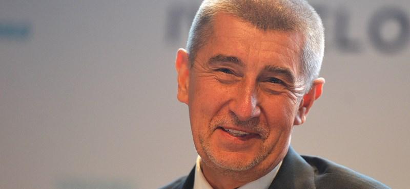 A Gólyafészek-botrány miatt tényleg inog a cseh kormányfő széke