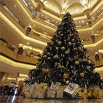 A világ legdrágább karácsonyfája a sivatag közepén - videók