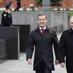 Csere az orosz tandemen: Putyin lesz az elnök, Medvegyev a kormányfő