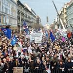 Kossuth népe, dulakodó tömeg, vonuló ellenzék és a megújuló közmédia
