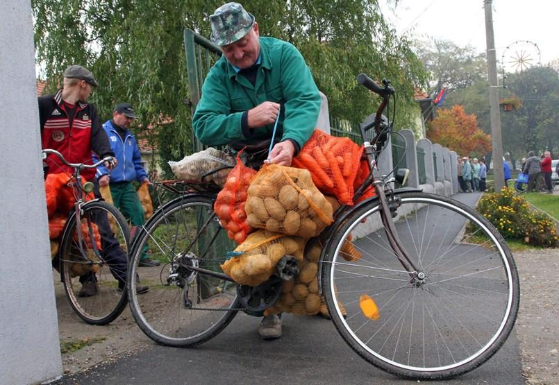 A krumpli már nem menő: LED izzó, tánciskola és védőoltás az új fővárosi kampányeszköz