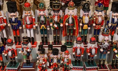 Ezek a karácsonyfadíszek hősök: túléltek háborút, forradalmat és lomtalanítást is