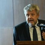 CÖF-főnök: Soros a bíróságon végzi, Mészáros pedig a magyarok jólétét erősíti