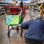 Egyes osztrák üzletekben néha csak az időseket engedik vásárolni