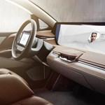 A Tesla a kanyarban sincs: videón a 49 colos gigantikus kijelzős kínai villanyautó