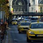 Így lógnak ki taxival az emberek a karanténból