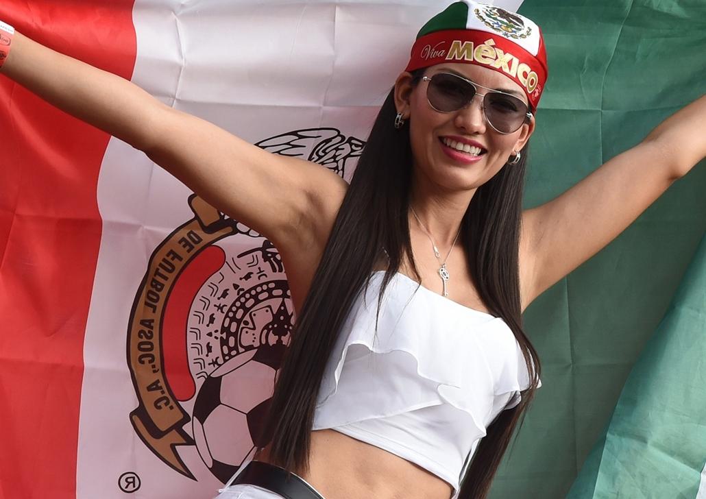 afp. vb-lányok, foci-vb 2014, szurkolók - mexikói szurkoló, 2014.06.23. Recife, Brazília