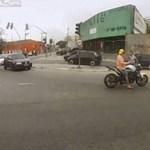 Csak erős idegzetűeknek: lepuffantották a motortolvajt – videó