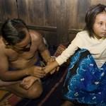 Az ázsiai prostituált és az európai turista szerelme - videóval