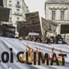 Több tízezren tüntettek Franciaországban, hogy foglalják alkotmányba a klímavédelmet
