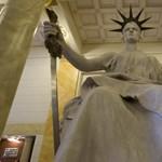 Milliárdokból épül az állam ügyvédi irodája
