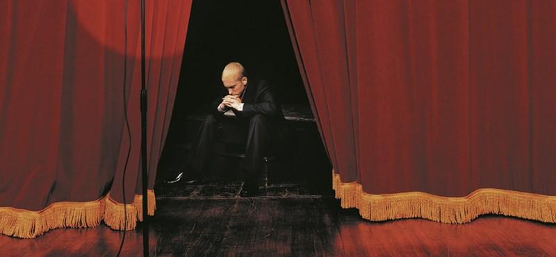 Jótékonykodik Eminem
