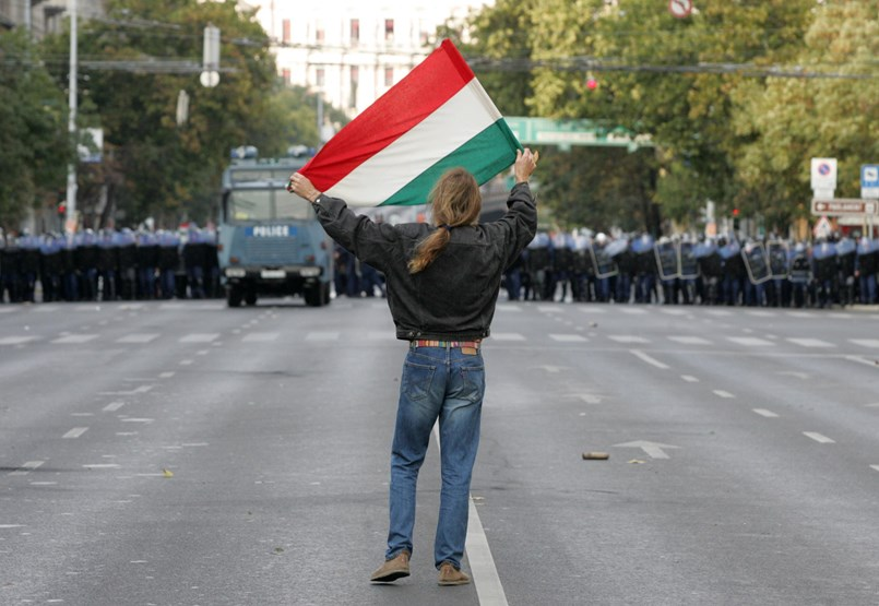 La sociedad y la policía fueron aisladas en 2006: una crítica al poder de los militares