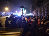 24 éves törvényre hivatkozva állítja kamera elé a rendőrség a tüntetőket