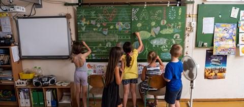 """Egy """"sima"""" ottalvós 53-55 ezer forint, de 300 ezer forintért is hirdetnek nyári tábort"""