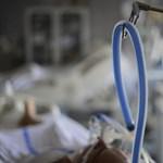 Gépek tartják életben azt a tanárnőt, akit sebészeti ollóval támadott meg egy férfi