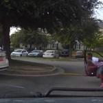 A nap videója: Fejvesztve menekült a kocsijából a sofőr, rajta nevet a fél internet