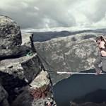 Biztosítókötél nélkül reszketve a szakadék felett (videó)