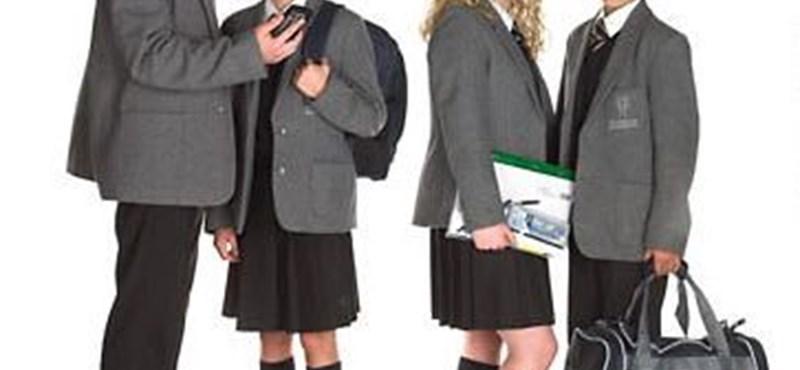 """Jogosan tiltják ki az iskolákból az """"extrém"""" külsejű diákokat?"""