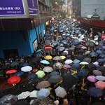 A Facebook és a Twitter is törölte a hongkongi tüntetőket mocskoló fiókokat