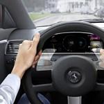 Jöhet a mutogatós kormány az autókba